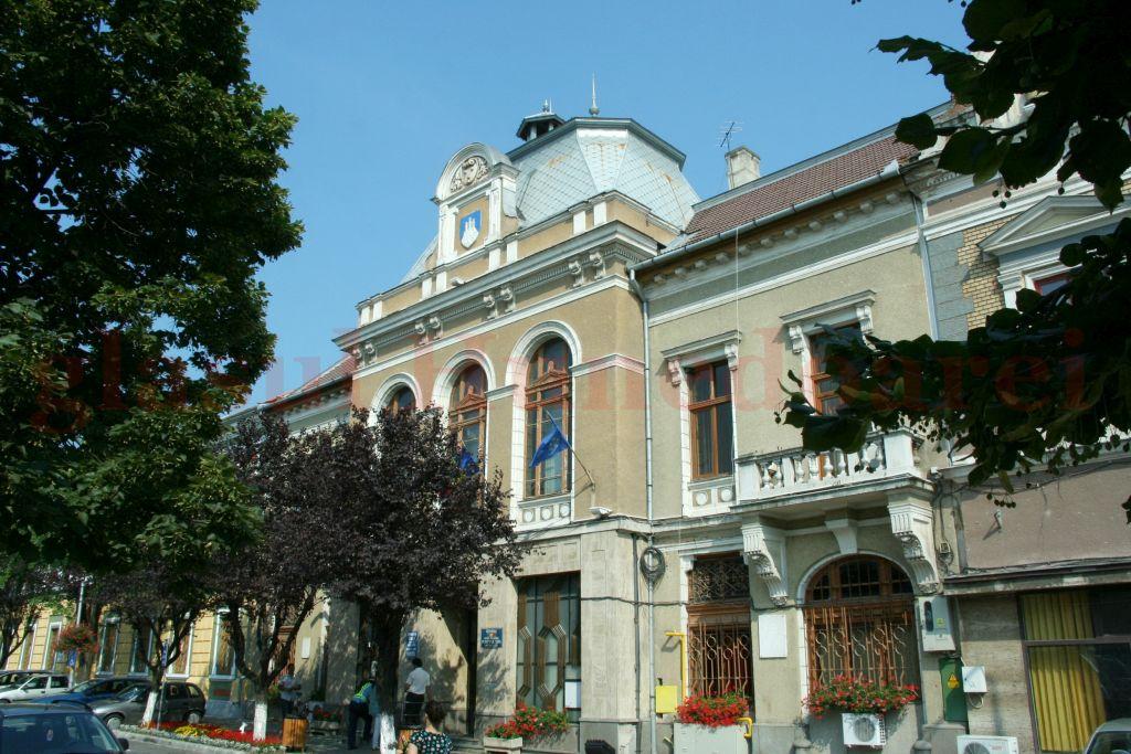 Photo of Control al Curții de Conturi la Primăria Deva. Mai multe probleme au fost găsite la prelungirea contractului pe salubrizare, în mandatul lui Petru Mărginean