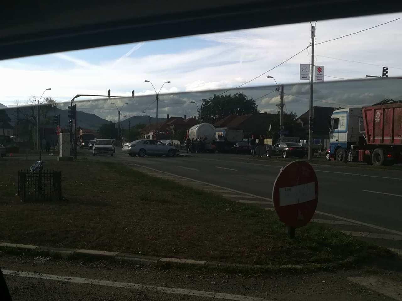 Photo of Întorsătură de situație, în accidentul de la Sântuhalm. IPJ Hunedoara: șoferul autotrenului circula regulamentar