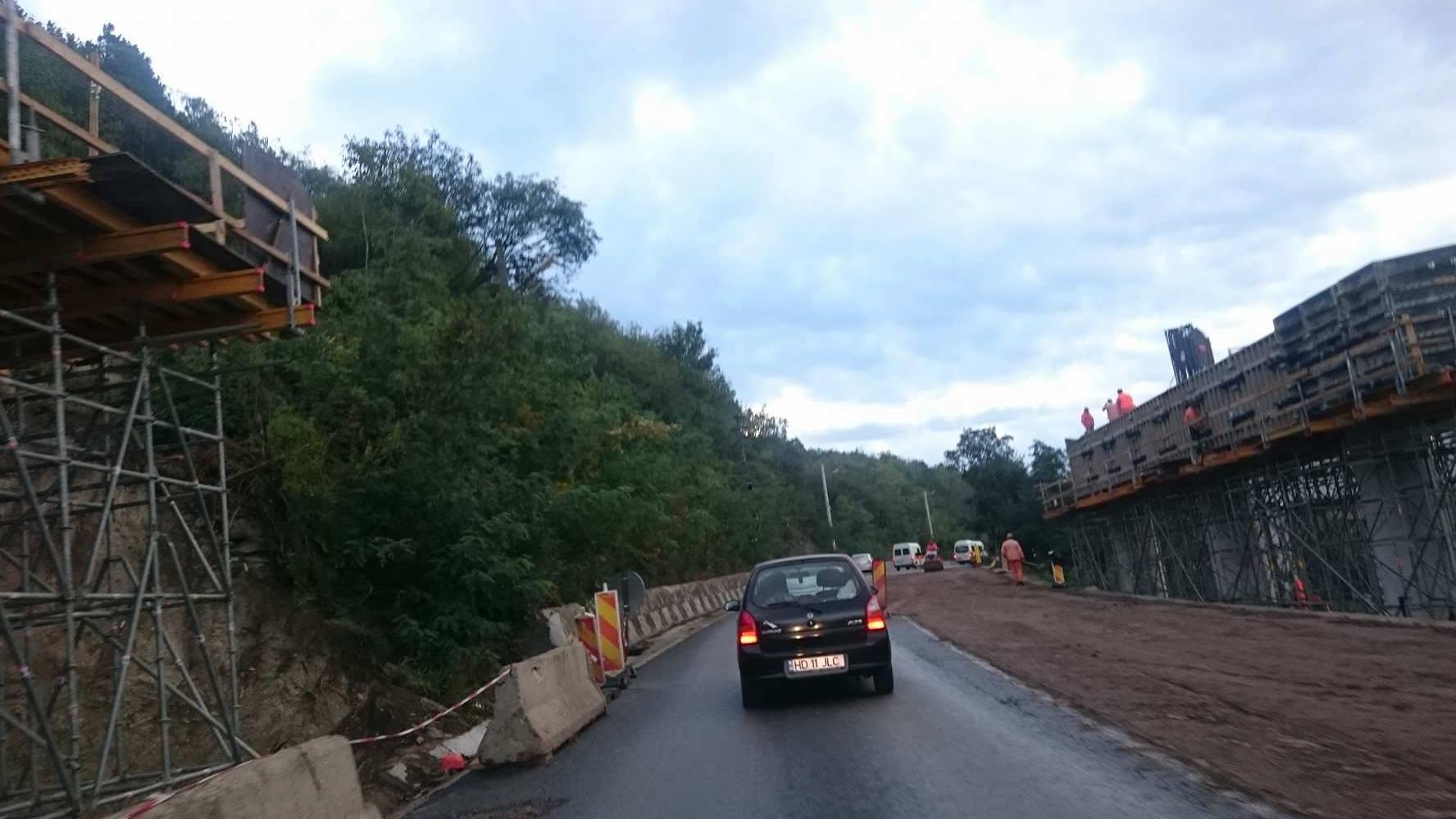 DN 76 a fost, din nou, spart, în zona satului Șoimuș