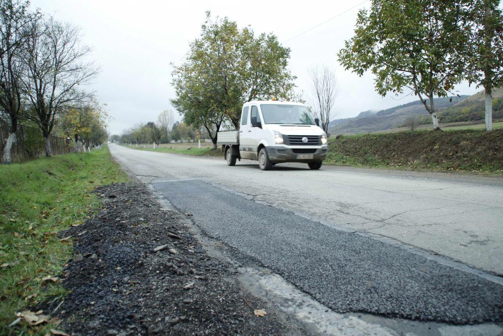 Din cauza împroprietăririlor făcute aiurea, cu 20 de ani în urmă, drumurile judeţene de pe malul nordic al Mureşului vor rămâne la fel de înguste ca acum şi după ce vor fi reabilitate.