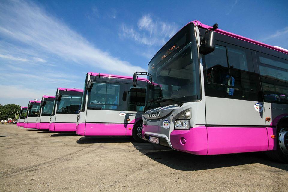 """Administrația locală din Deva visează la autobuze și microbuze de ultimă generație, prietenoase cu mediul. Între timp, devenii circulă cu """"rable"""""""
