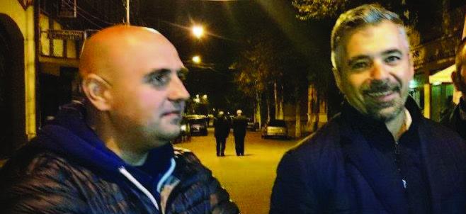 Cristian Gros (stânga) şi Radu Barb încă mai aveau puterea să zâmbească vineri seara, când au fost sancţionaţi: primul cu excludere, al doilea cu suspendare din PSD.
