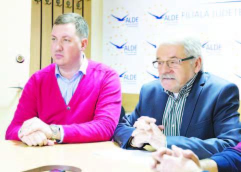 Emanuel Clej (în stânga imaginii) a fost prezentat ieri, oficial, drept preşedinte interimar al ALDE Deva
