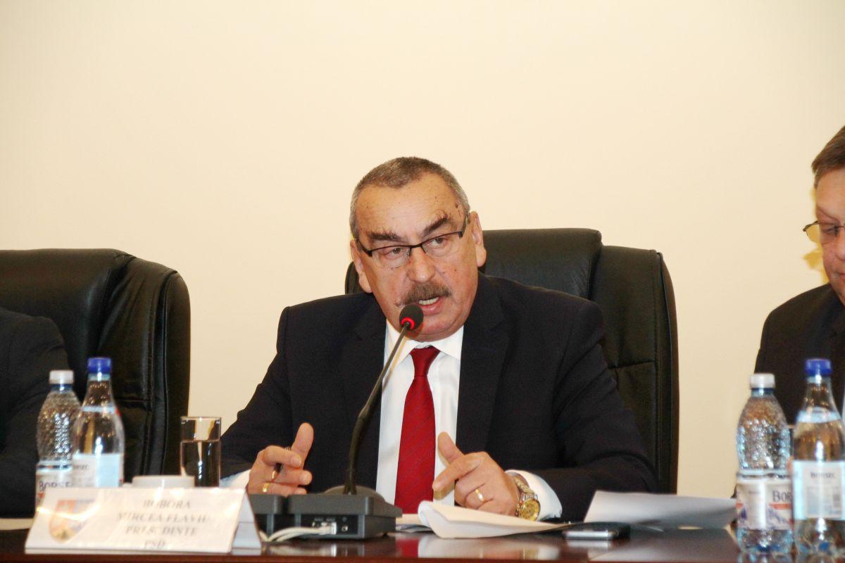 Președintelui CJ Hunedoara i-a fost cerută demisia de consilierii județeni liberali. Motivul invocat: modul discreționar al împărțirii banilor de la Guvern