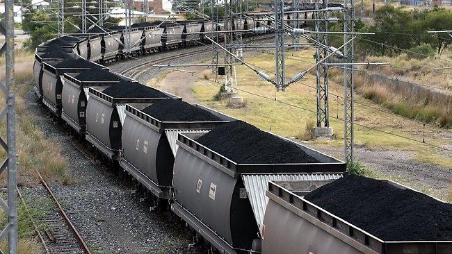 Din cauză că, pur şi simplu, nu-şi poate scoate huila din propriile exploatări, CEH importă peste 150.000 de tone în acest sezon rece