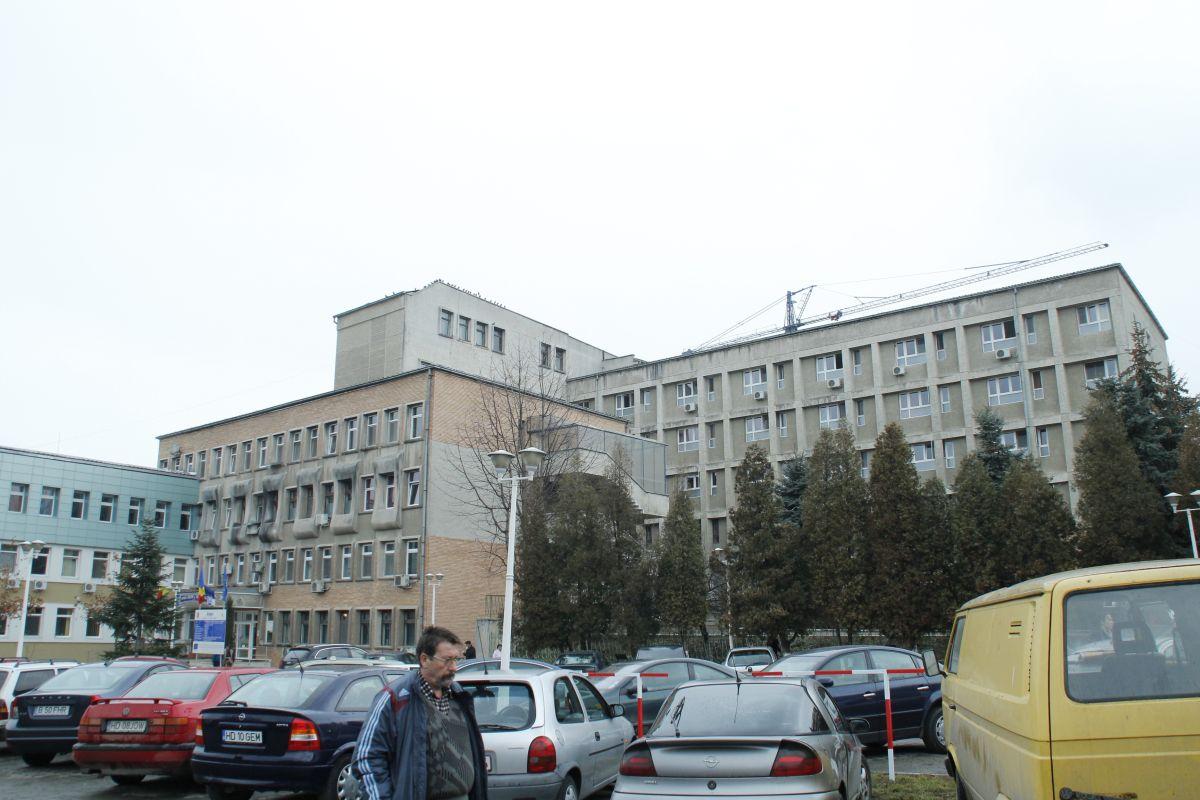 Peste clădirea veche a unității sanitare va mai fi construit un etaj, pentru secția de Pediatrie