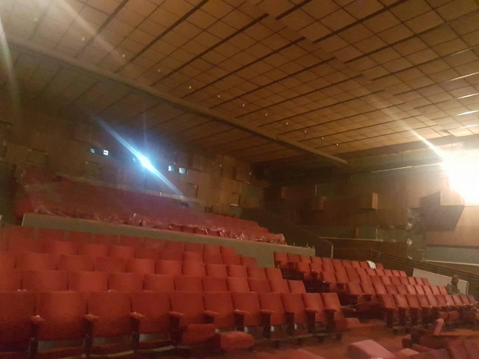 """În varianta renovată (ceea ce va presupune şi scaune noi-nouţe), sala de la """"Flacăra"""" va avea aproximativ 400 de locuri."""