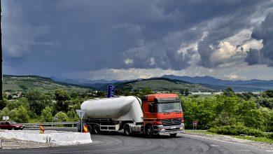 De patru ani, accesul pe DN 7 dinspre autostradă şi invers se face anevoios, cu ocoluri şi întoarceri de 180 de grade.