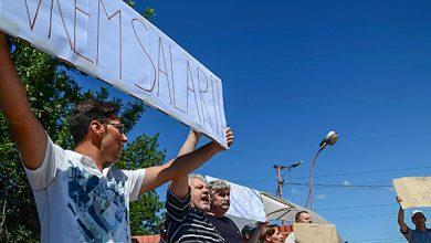 În vara lui 2012, siderurgiştii de la Hunedoara cereau în stradă salarii mai mari. În toamna lui 2018 istoria s-ar putea repeta. (foto-arhivă)