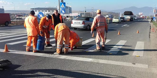 Angajaţii Drumurilor Naţionale au făcut abia ieri ce ar fi trebuit să facă în urmă cu 10 ani