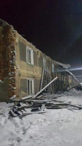 Imobilul al cărui acoperiş a cedat primul (aflat la numărul 137 pe strada Libertăţii din Aninoasa)