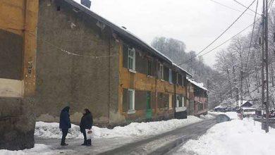 """Blocurile """"istorice"""" din Aninoasa se degradează iremediabil (foto-arhivă)"""