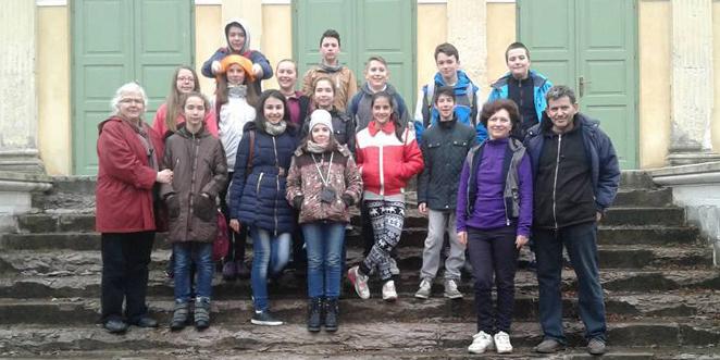 """Grupul de copii la una dintre primele vizite la obiectivul istoric """"adoptat"""""""