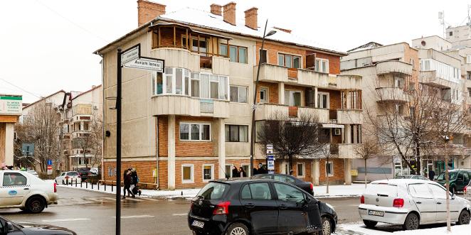 Blocul din Deva strămutat 13 metri oferă şi astăzi condiţii de locuit foarte bune