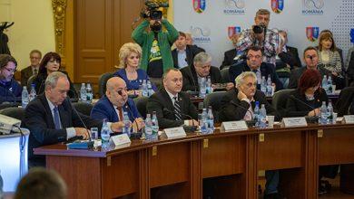 După ședința de lucru de la Deva, parlamentarii și ceilalți invitați prezenți la întâlnire au mers pe teren la cetățile de la Sarmizegetusa Regia și Costești - Cetățuie
