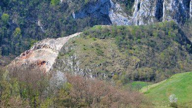 Aşezarea dacică de la Ardeu a fost parţial distrusă de cariera de piatră deschisă aici încă din anii '70