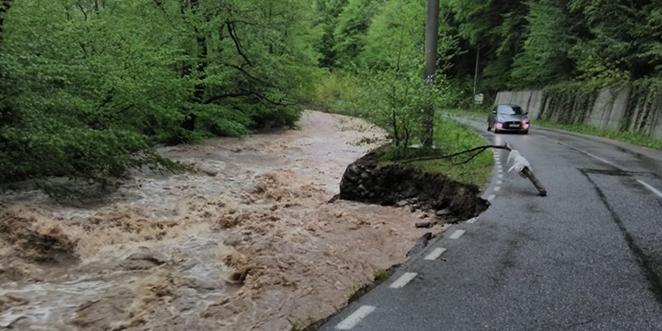 Terasamentul drumului spre Sarmizegetusa Regia se rupe aproape după fiecare perioadă cu ploi abundente