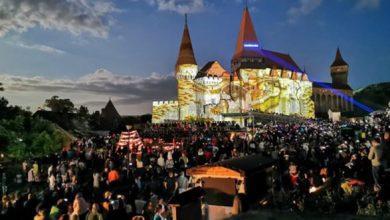 """Cu video-mapping, concerte şi focuri de artificii, la festivalul din 9 – 11 august, Primăria Hunedoarei speră să atragă din nou un public numeros, aşa cum s-a întâmplat în mai, la ultima ediţie a """"Nopţii Muzeelor"""", la care au fost prezente aproximativ 20.000 de persoane, (sursa foto: www.primariahunedoara.ro/ziar)"""