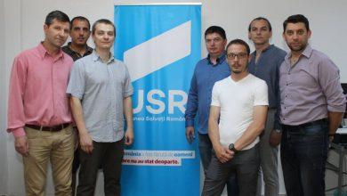 Adrian Moldovan (al treilea din stânga) este noul președinte al USR Deva