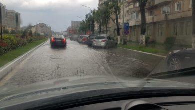 Photo of Curți și străzi din Deva inundate de ploile torențiale. GALERIE FOTO