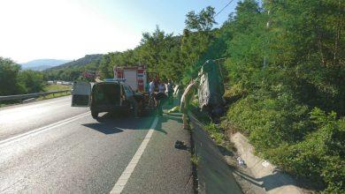 Photo of Doi morți și un rănit grav, după ce un șofer a intrat într-un cap de pod, pe Dealul Hațegului. FOTO
