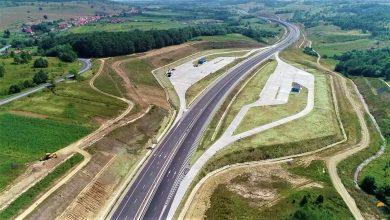 Pe lotul 3 al autostrăzii Lugoj – Deva ar fi trebuit să putem circula încă din 2016. 2019 e pe sfârşite CNAIR nu avansează vreun termen la care va fi dat în folosinţă (sursa foto: facebook – Asociaţia Pro Infrastructură)