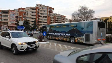 Photo of Dezinfecția autobuzelor Societăţii de Transport Local Deva SRL se face cu un aparat cu ultraviolete(video)