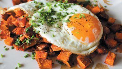 Photo of Ouă ochiuri pe pat de cartofi dulci
