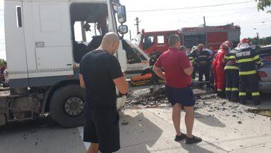 Photo of UPDATE. Accident mortal la Cristur. Un bărbat a decedat după ce un stâlp, lovit de un camion, a căzut peste mașina acestuia, care staționa.