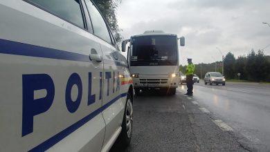 Photo of În ultimele zile, sub autoritatea Instituției Prefectului Judeţului Hunedoara, au fost desfăşurate acţiuni de verificare a respectării măsurilor impuse în contextul stării de alertă, în zone aglomerate, centre comerciale, piețe, târguri și terase, dar şi în mijloacele de transport în comun.