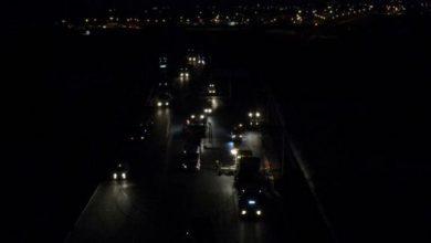 Photo of (Video)Pe autostrada A10 Sebeș-Turda, lotul 1, patru firme asfaltează până seara târziu, la lumina proiectoarelor. Circulaţia pe cei 15 kilometri se deschide la 1 decembrie