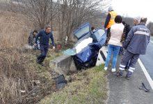 Photo of Accident pe raza localității Ciopeia. Conducătorul unui autoturism a intrat într-un cap de pod pentru a evita un impact frontal