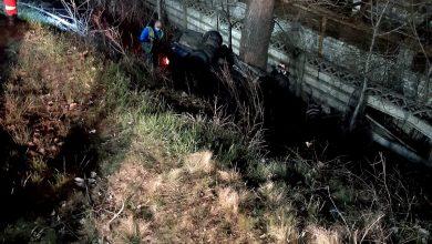 Photo of Accident mortal în localitatea Peștișu Mare. Un tânăr de 29 ani, aflat sub influența bauturilor alcoolice, s-a răsturnat cu autoturismul în afara părții carosabile. Pasagerul din dreapta a decedat